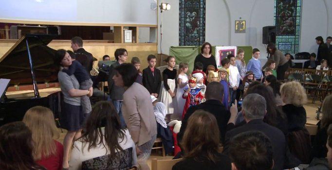 21 Dec 2013: Program special – Copiii comunitatii Londra